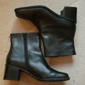 Life stride black boots